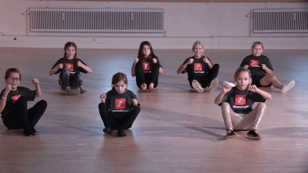Dans til Fars bil af Ann Nørgaard - Idræt